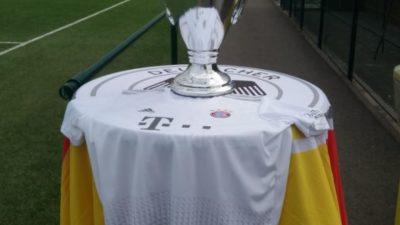 Réplique de la coupe Ligue des Champions remportée cette année par le Bayern de Munich Didier Jacob